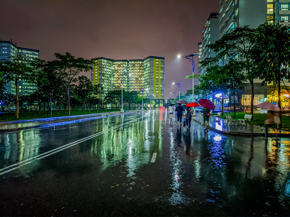 Sau cơn mưa, KTX ĐHQG TP.HCM đẹp lung linh khi hàng ngàn ánh đèn bừng sáng Ảnh 20