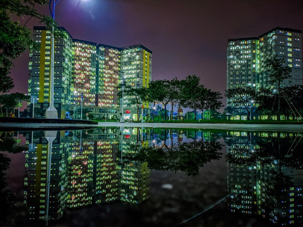 Sau cơn mưa, KTX ĐHQG TP.HCM đẹp lung linh khi hàng ngàn ánh đèn bừng sáng Ảnh 4