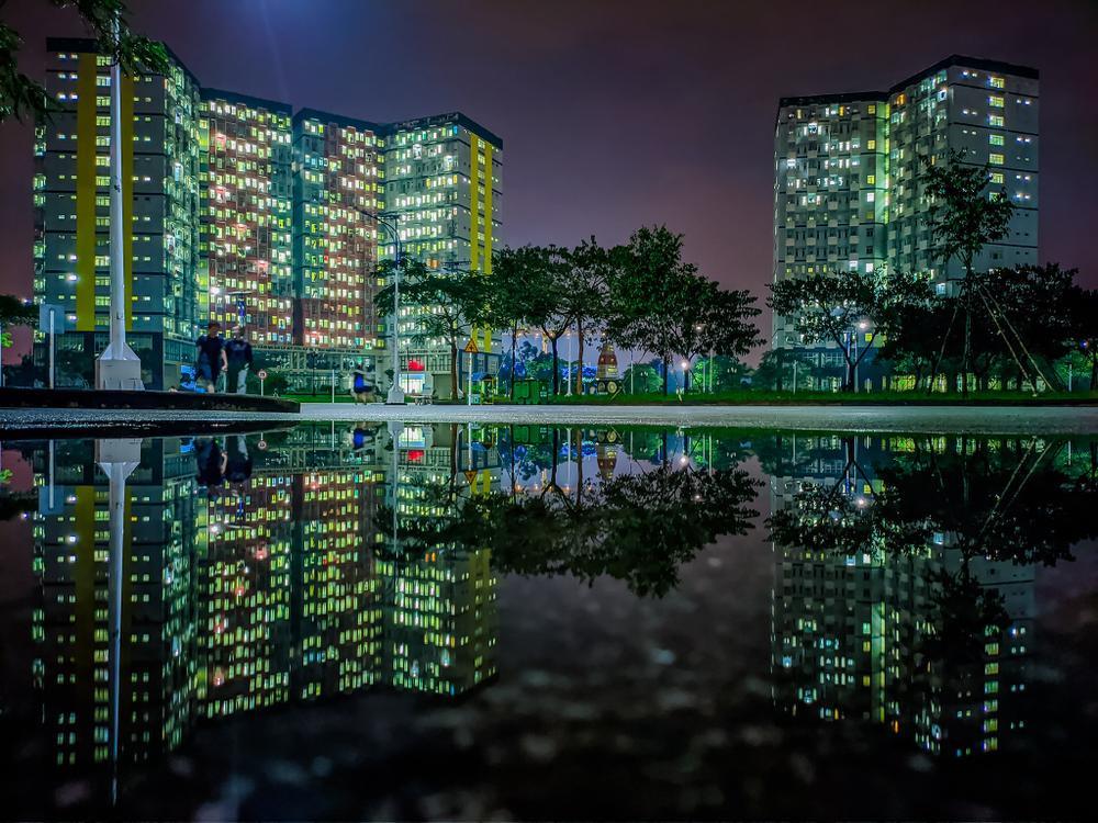 Sau cơn mưa, KTX ĐHQG TP.HCM đẹp lung linh khi hàng ngàn ánh đèn bừng sáng Ảnh 13