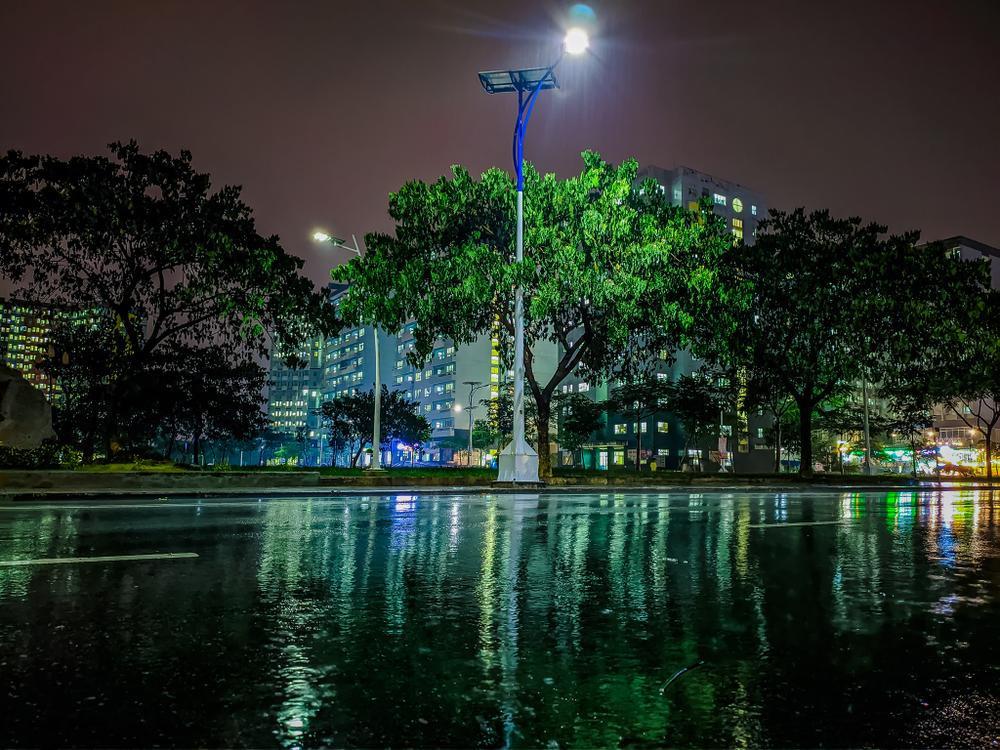 Sau cơn mưa, KTX ĐHQG TP.HCM đẹp lung linh khi hàng ngàn ánh đèn bừng sáng Ảnh 17