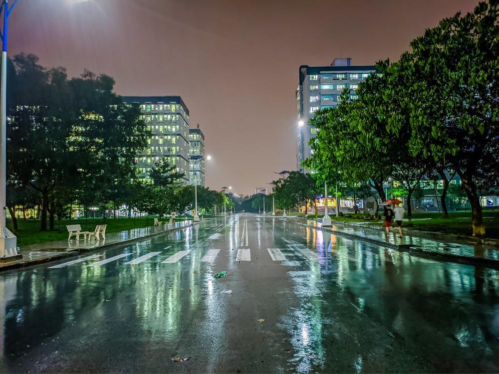 Sau cơn mưa, KTX ĐHQG TP.HCM đẹp lung linh khi hàng ngàn ánh đèn bừng sáng Ảnh 16