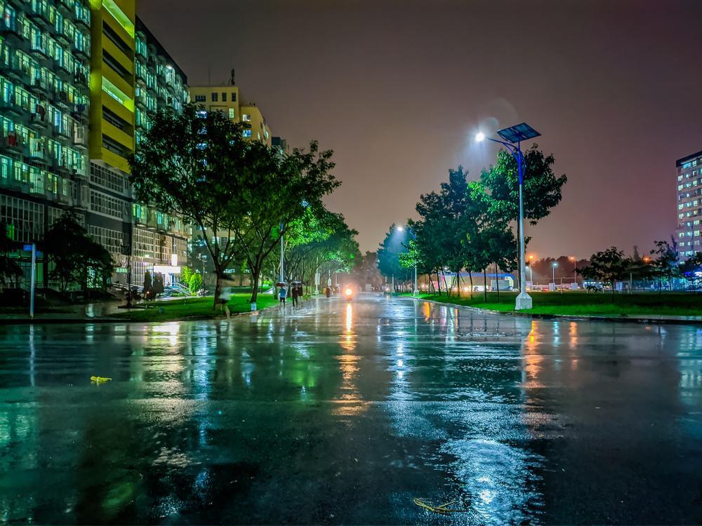 Sau cơn mưa, KTX ĐHQG TP.HCM đẹp lung linh khi hàng ngàn ánh đèn bừng sáng Ảnh 9