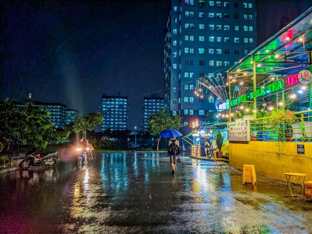 Sau cơn mưa, KTX ĐHQG TP.HCM đẹp lung linh khi hàng ngàn ánh đèn bừng sáng Ảnh 24