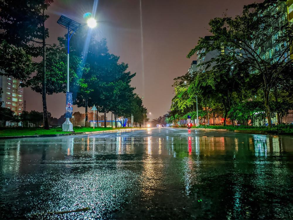Sau cơn mưa, KTX ĐHQG TP.HCM đẹp lung linh khi hàng ngàn ánh đèn bừng sáng Ảnh 15