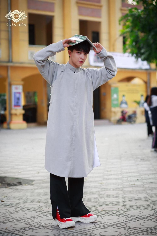 Bộ ảnh nam sinh mặc áo dài truyền thống đến trường nhận 'bão like' vì trông ai cũng thật bảnh bao Ảnh 13