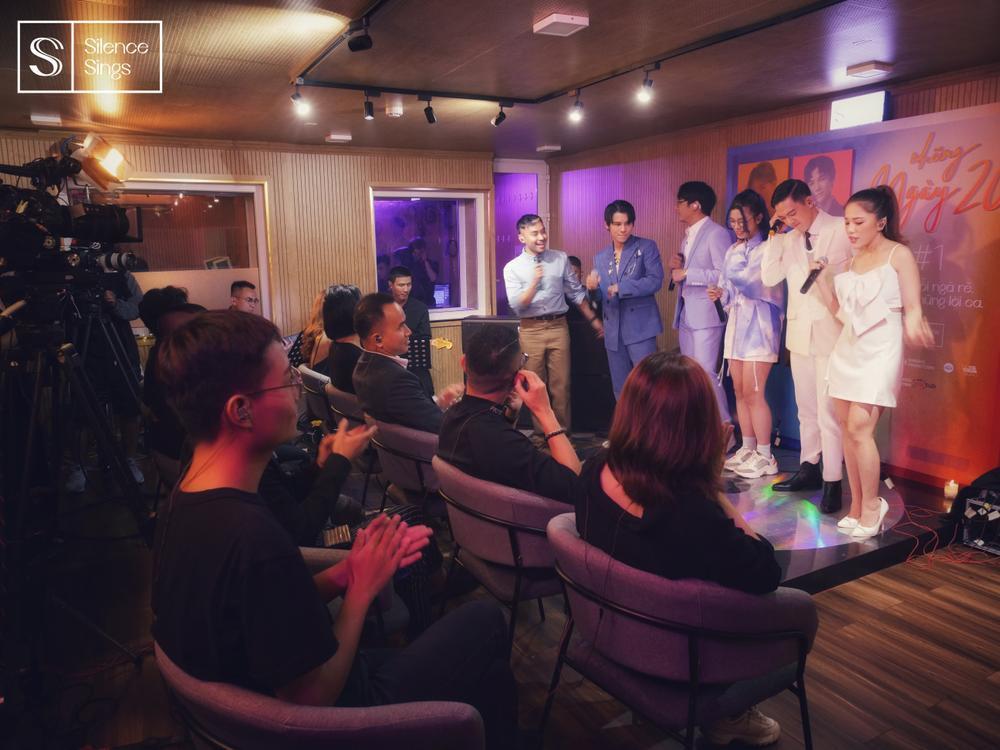Phùng Khánh Linh, Phạm Đình Thái Ngân nghẹn ngào cảm xúc trong đêm nhạc Những ngày 20 Ảnh 4
