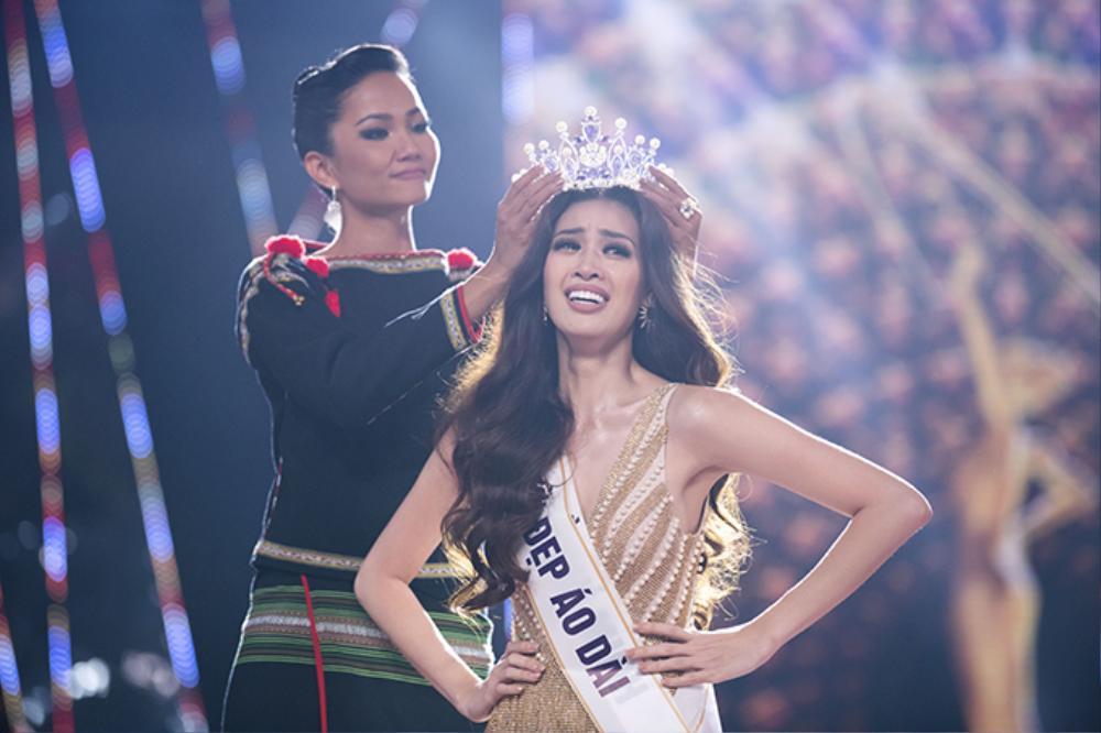 Final walk đẫm nước mắt của Hoa hậu Việt, H'Hen Niê làm fan quốc tế chao đảo Ảnh 12