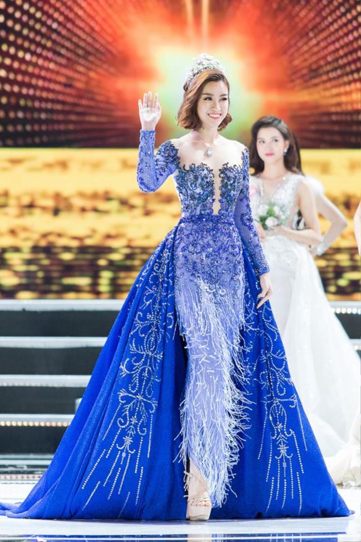 Final walk đẫm nước mắt của Hoa hậu Việt, H'Hen Niê làm fan quốc tế chao đảo Ảnh 1