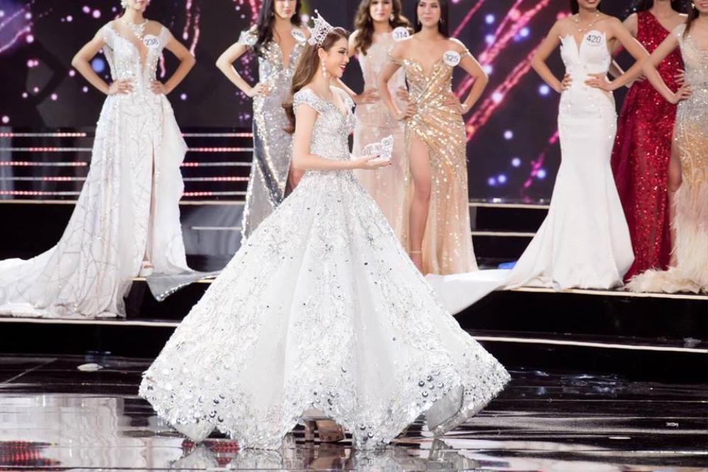 Final walk đẫm nước mắt của Hoa hậu Việt, H'Hen Niê làm fan quốc tế chao đảo Ảnh 7
