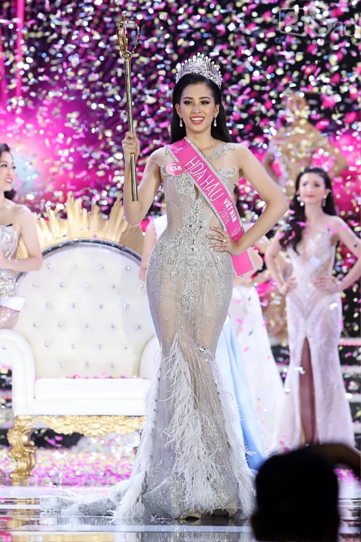 Final walk đẫm nước mắt của Hoa hậu Việt, H'Hen Niê làm fan quốc tế chao đảo Ảnh 16