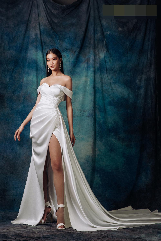Lâm Bích Tuyền hóa nữ thần lộng lẫy, gợi ý loạt trang phục dạ hội cuối năm Ảnh 2