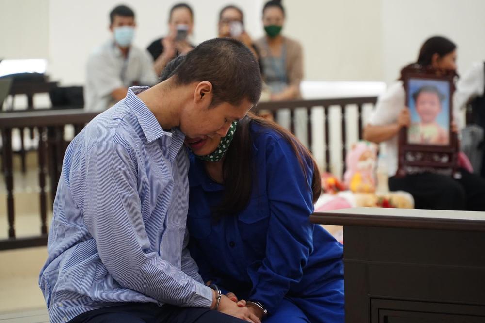 Tuyên án tử hình người cha dượng, mẹ đẻ bạo hành con gái 3 tuổi đến chết tù chung thân Ảnh 5