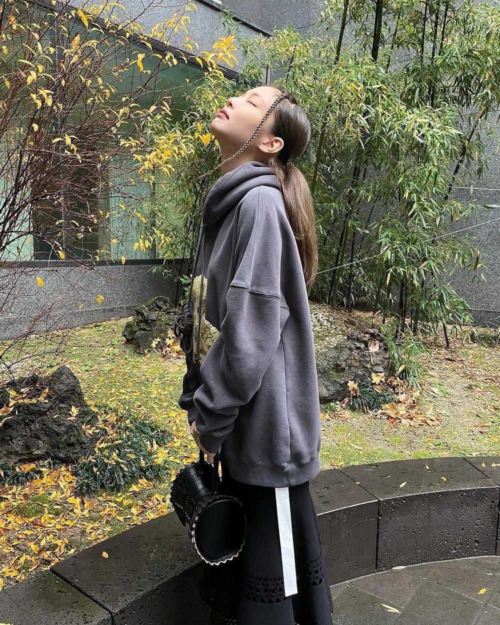 Tạp chí Vogue Anh ca tụng thời trang mùa đông của Jennie Black Pink ứng dụng cao Ảnh 7
