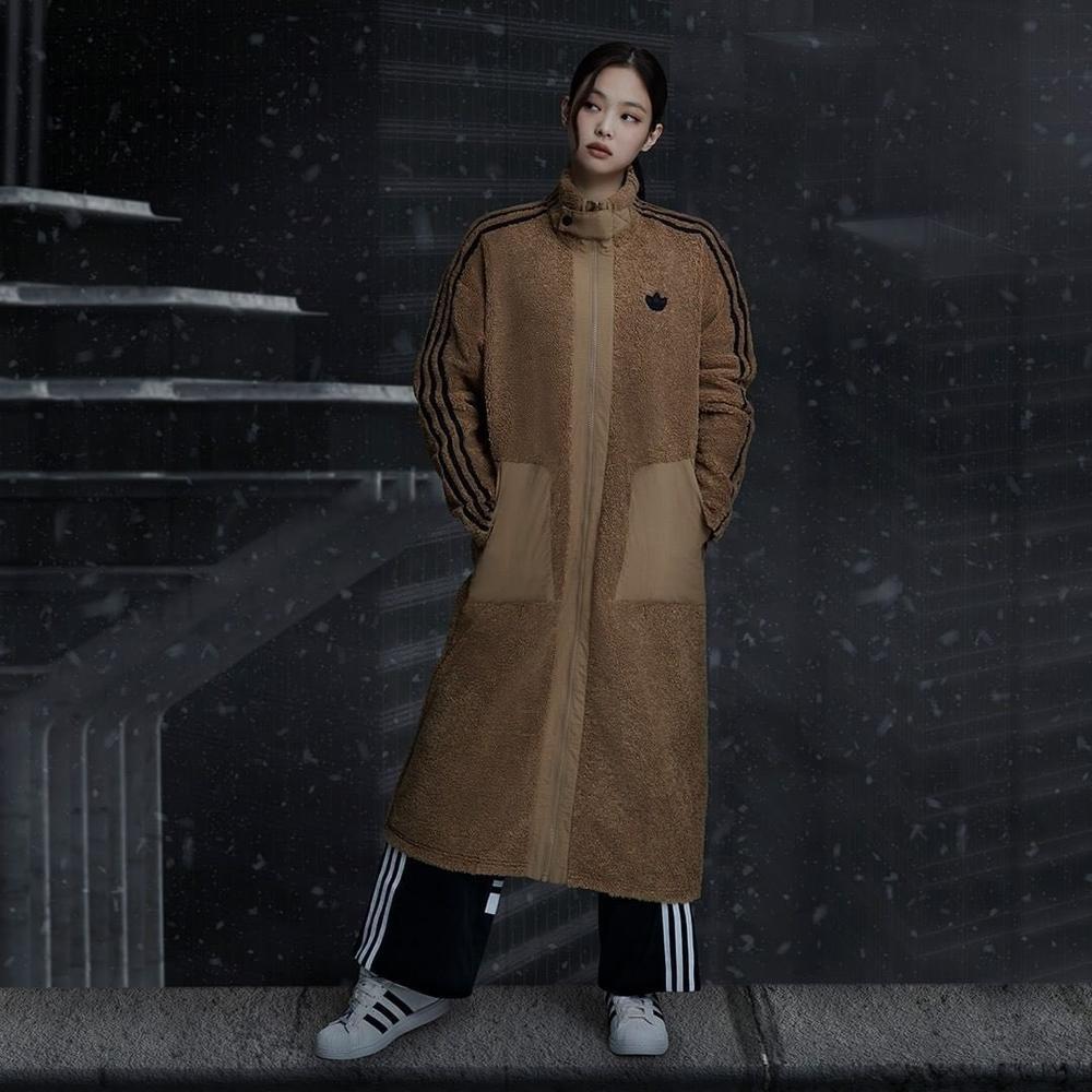 Tạp chí Vogue Anh ca tụng thời trang mùa đông của Jennie Black Pink ứng dụng cao Ảnh 10