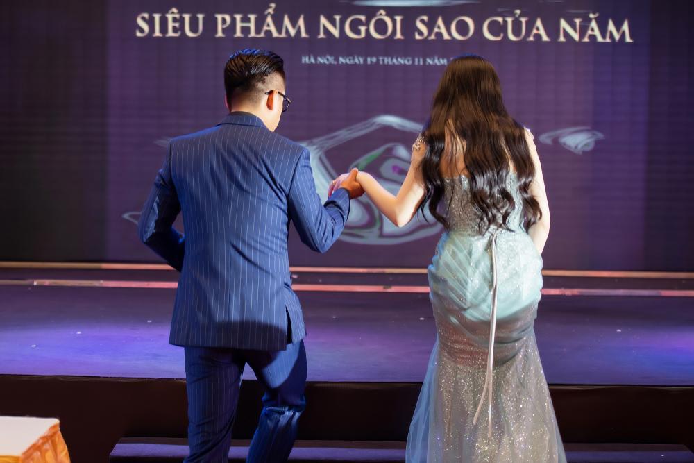 Tuấn Hưng nắm tay bà xã không rời tại sự kiện, khẳng định 'tôi chọn vợ rất chuẩn' Ảnh 3