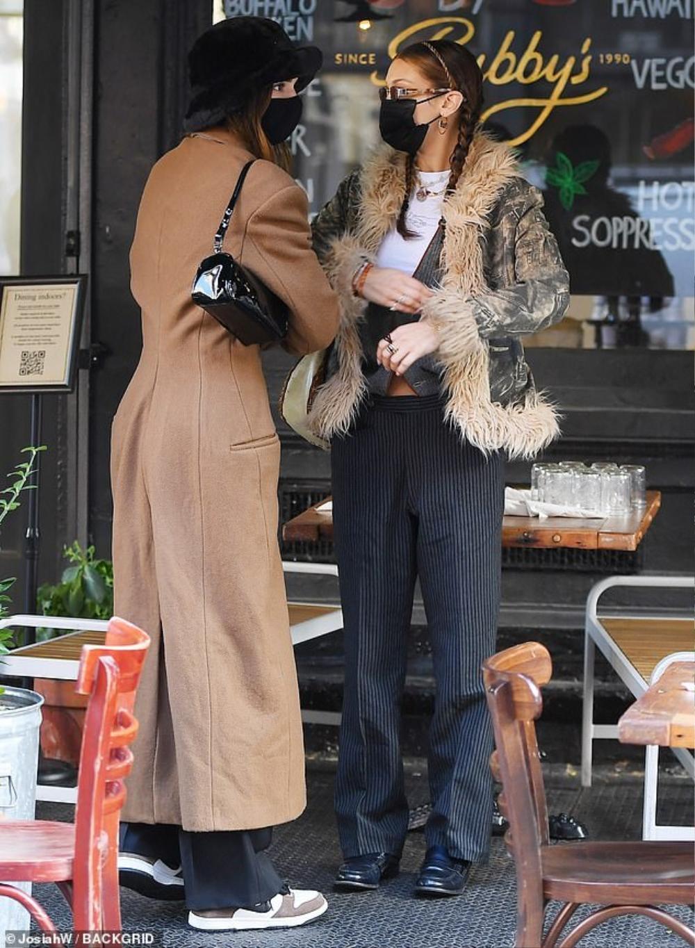 Hai chân dài triệu đô Kendall Jenner & Bella Hadid ra kín bưng xuống phố vẫn hút mọi ánh nhìn Ảnh 3