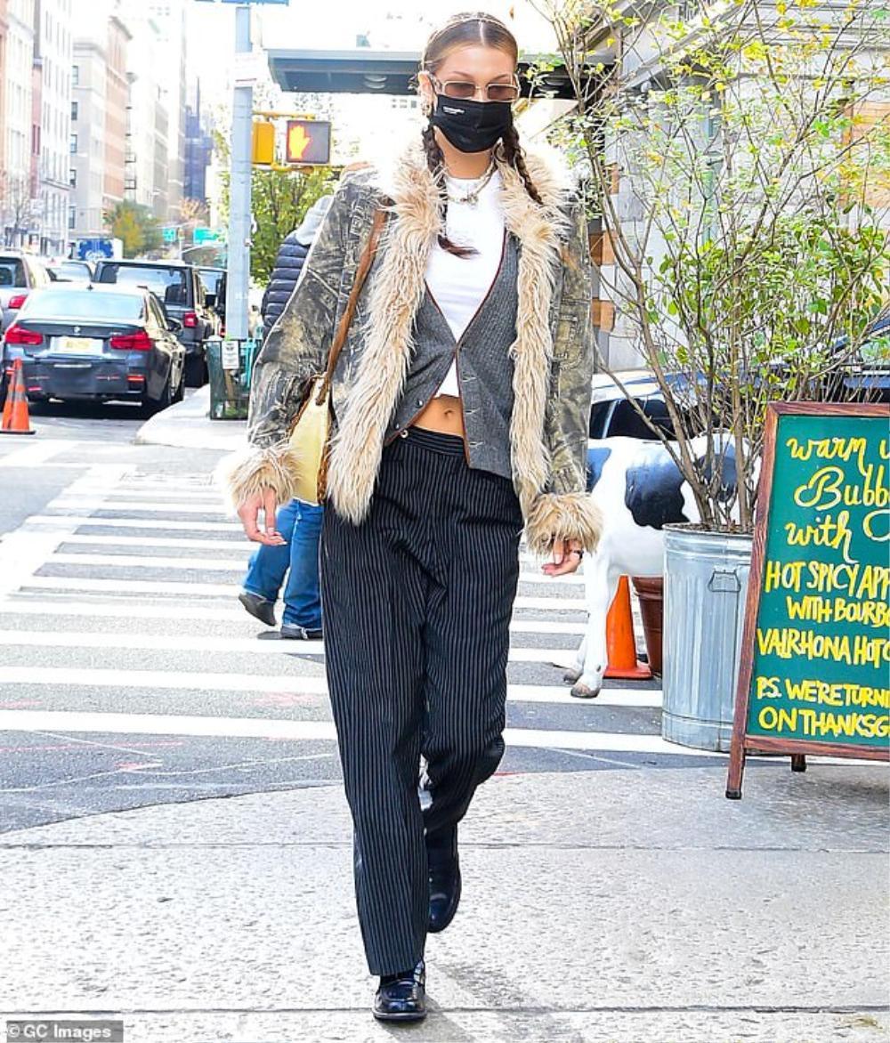 Hai chân dài triệu đô Kendall Jenner & Bella Hadid ra kín bưng xuống phố vẫn hút mọi ánh nhìn Ảnh 4
