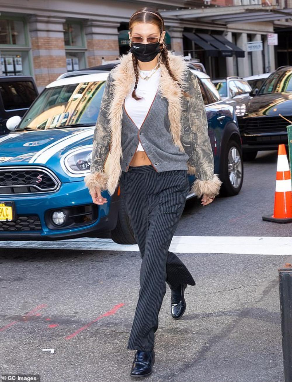 Hai chân dài triệu đô Kendall Jenner & Bella Hadid ra kín bưng xuống phố vẫn hút mọi ánh nhìn Ảnh 5