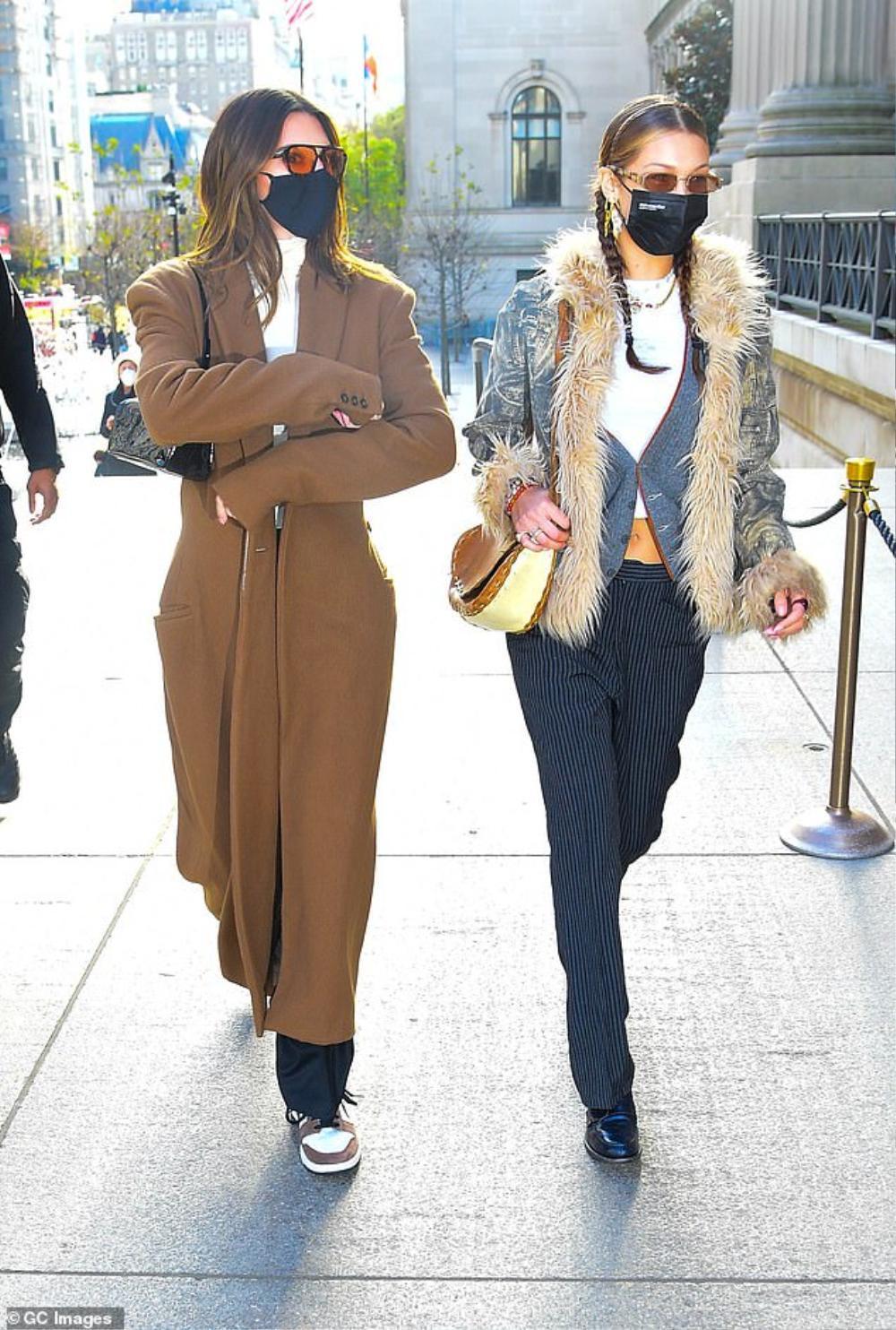 Hai chân dài triệu đô Kendall Jenner & Bella Hadid ra kín bưng xuống phố vẫn hút mọi ánh nhìn Ảnh 1