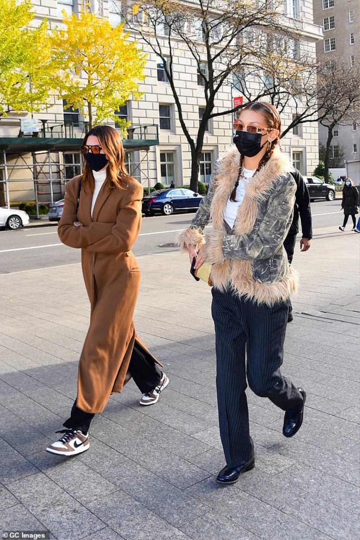 Hai chân dài triệu đô Kendall Jenner & Bella Hadid ra kín bưng xuống phố vẫn hút mọi ánh nhìn Ảnh 2