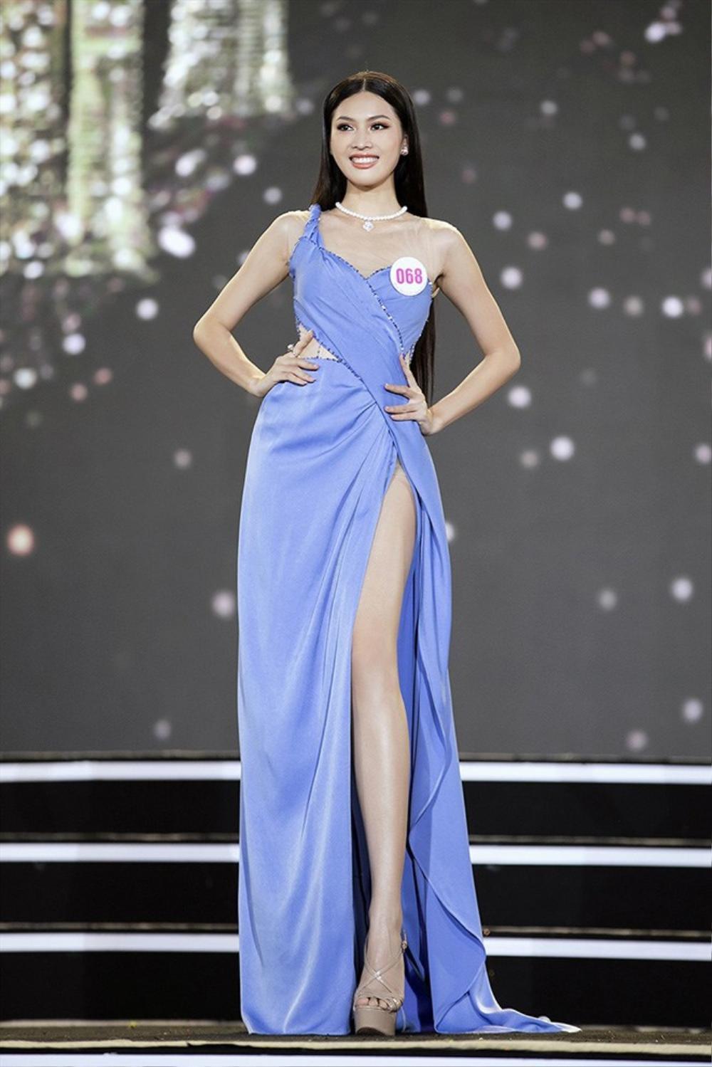 Á hậu 2 Hoa hậu Việt Nam 2020 Ngọc Thảo chuộng váy siêu ngắn khoe đôi chân 1m11 Ảnh 5