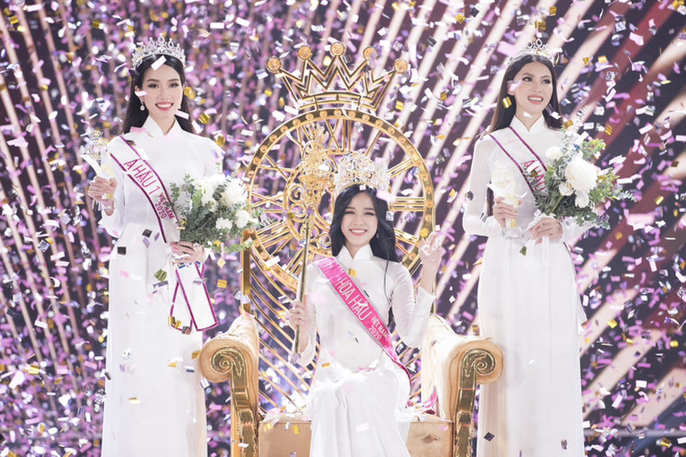 Á hậu 2 Hoa hậu Việt Nam 2020 Ngọc Thảo chuộng váy siêu ngắn khoe đôi chân 1m11 Ảnh 1
