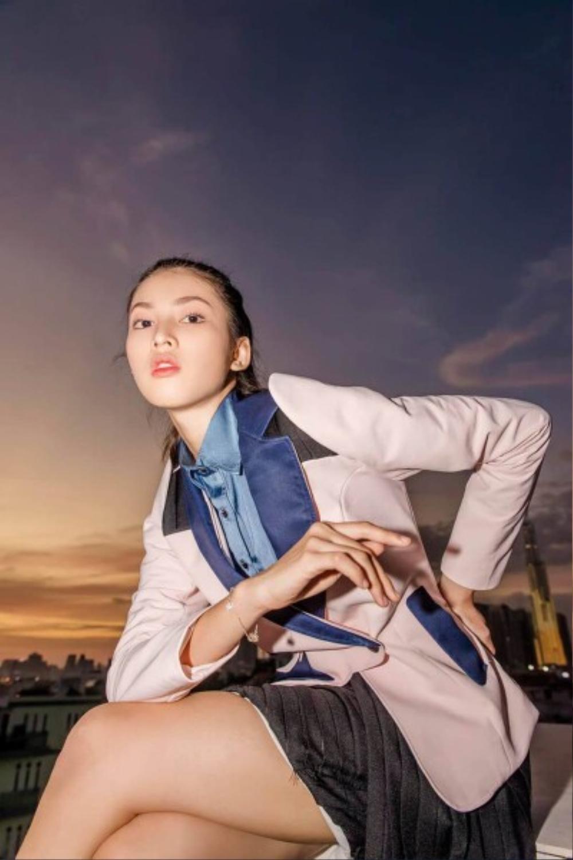 Á hậu 2 Hoa hậu Việt Nam 2020 Ngọc Thảo chuộng váy siêu ngắn khoe đôi chân 1m11 Ảnh 7
