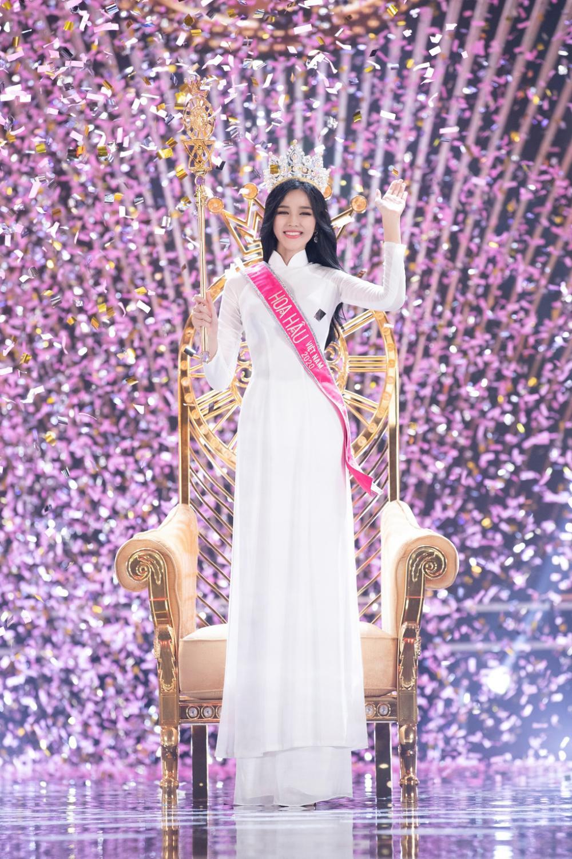 Thời trang streetstyle trẻ trung của Tân Hoa hậu Việt Nam Đỗ Thị Hà Ảnh 1