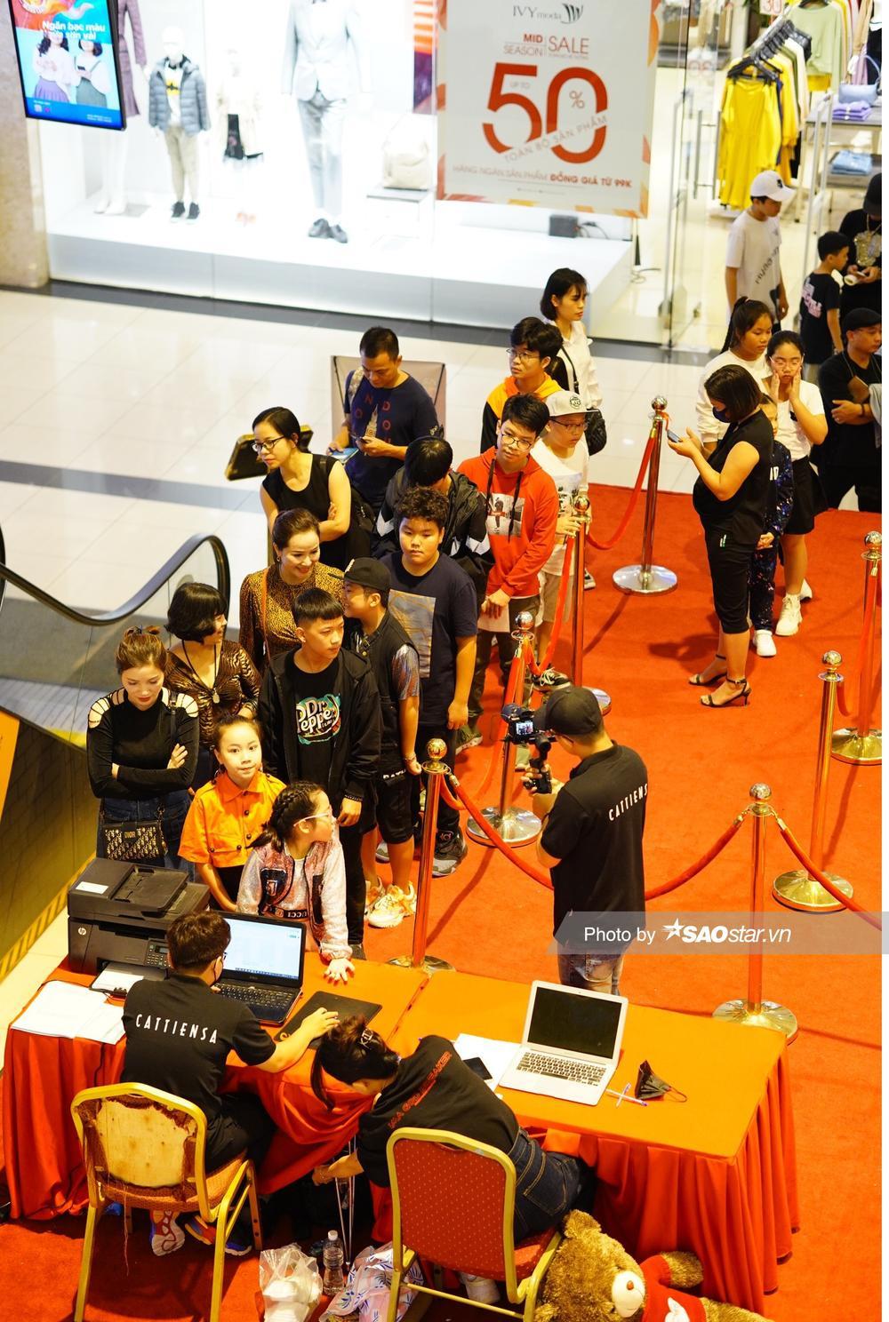 Dàn thí sinh tấp nập đổ bộ vòng casting đầu tiên 'Giọng hát Việt nhí 2021' tại Hà Nội Ảnh 2