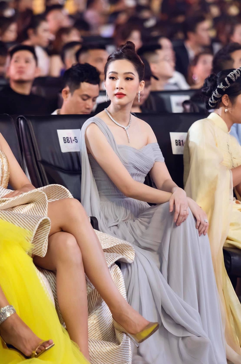 Xứng danh thần tiên tỷ tỷ, Đặng Thu Thảo đẹp rạng ngời trong kiểu váy trễ vai Ảnh 7