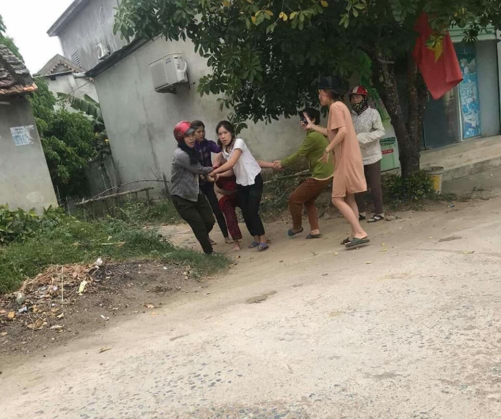 Làm nhục người phụ nữ giữa đường, 5 bị can bị truy tố Ảnh 1