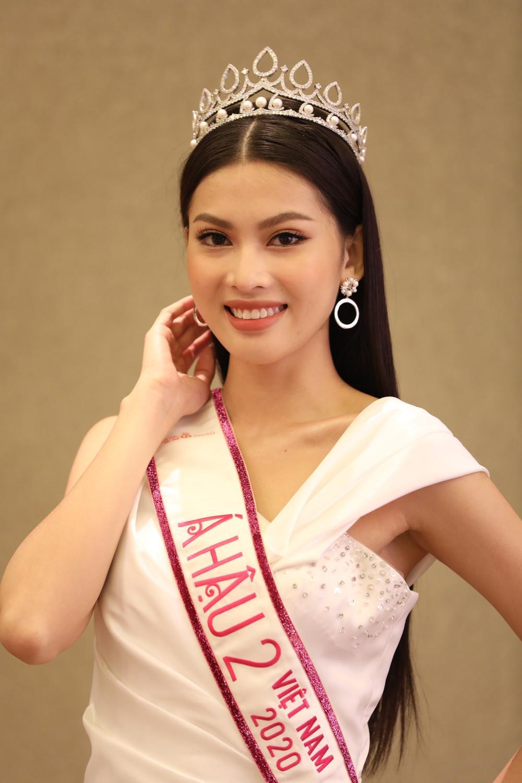 Hoa hậu Đỗ Thị Hà và 2 á hậu Phương Anh - Ngọc Thảo 'đọ trình' tiếng Anh, sẵn sàng thi quốc tế Ảnh 12