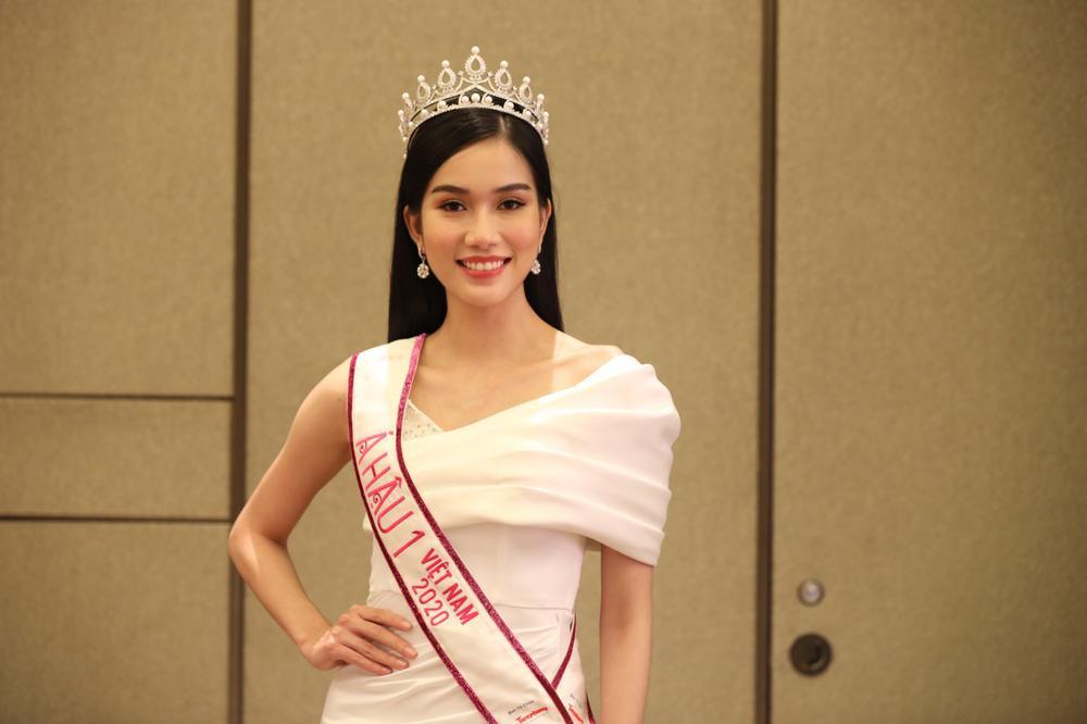 Hoa hậu Đỗ Thị Hà và 2 á hậu Phương Anh - Ngọc Thảo 'đọ trình' tiếng Anh, sẵn sàng thi quốc tế Ảnh 13