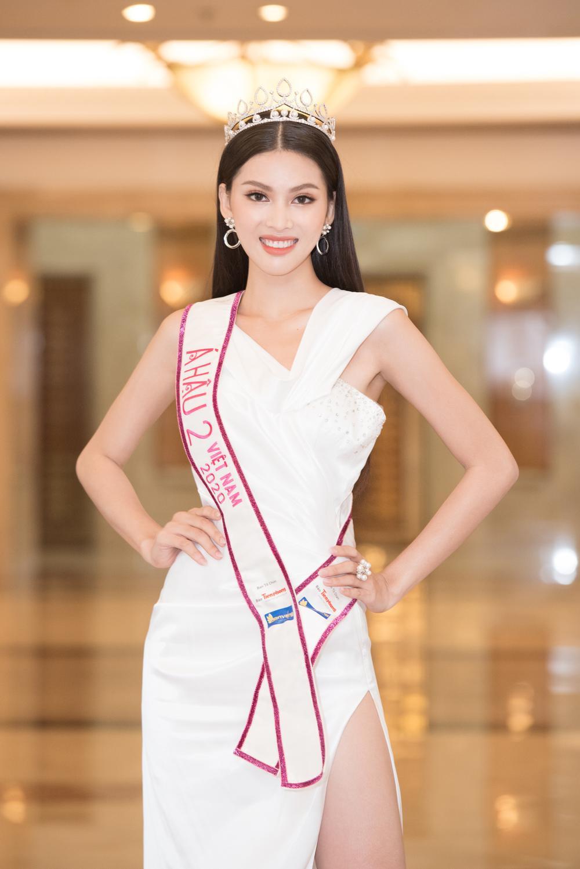 Hoa hậu Đỗ Thị Hà và 2 á hậu Phương Anh - Ngọc Thảo 'đọ trình' tiếng Anh, sẵn sàng thi quốc tế Ảnh 7