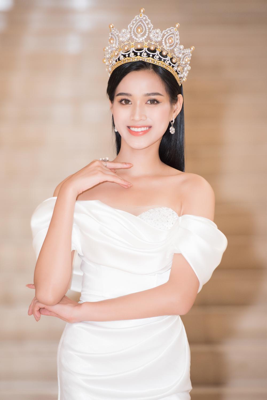Hoa hậu Đỗ Thị Hà và 2 á hậu Phương Anh - Ngọc Thảo 'đọ trình' tiếng Anh, sẵn sàng thi quốc tế Ảnh 3