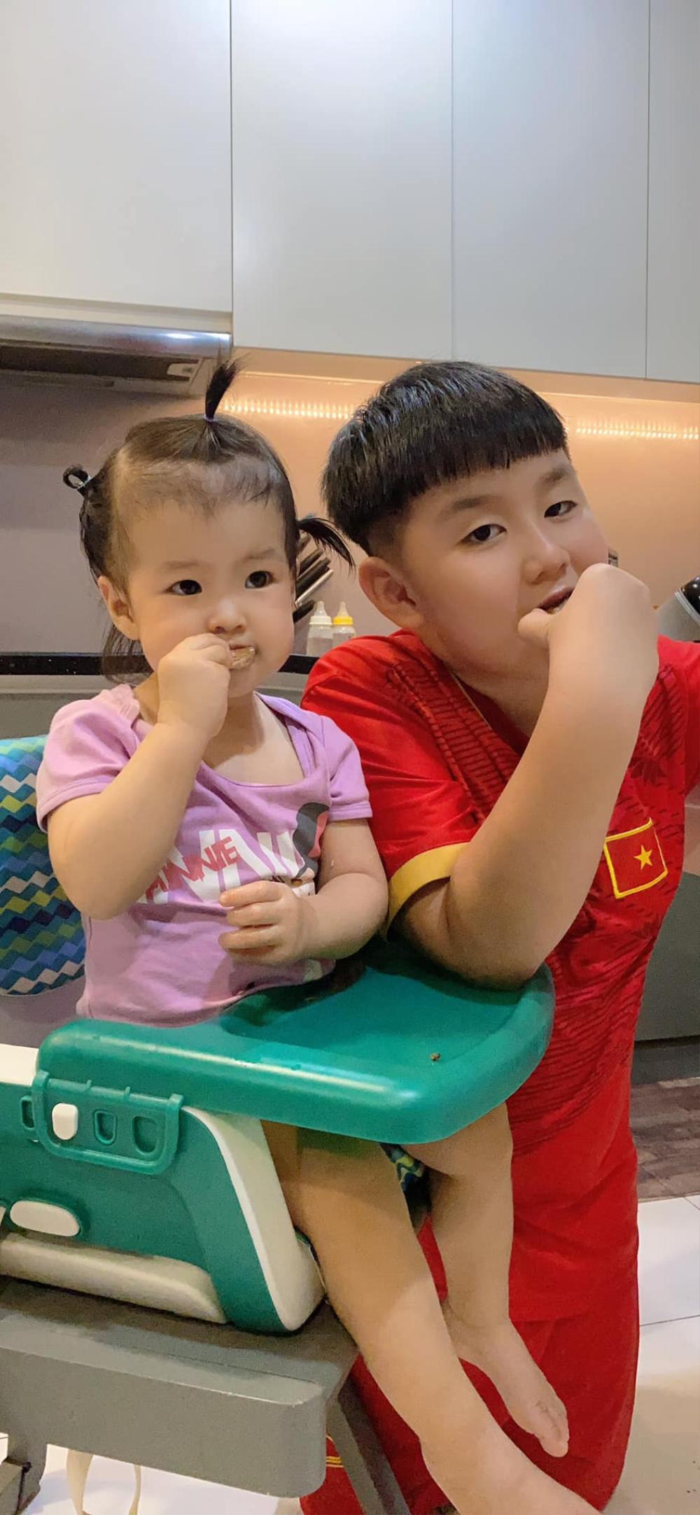 Phản ứng đáng yêu của con trai Lê Phương khi thấy mẹ bị áp lực cân nặng Ảnh 7