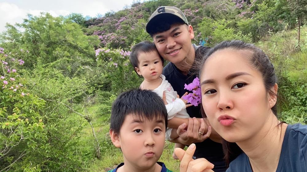 Phản ứng đáng yêu của con trai Lê Phương khi thấy mẹ bị áp lực cân nặng Ảnh 9