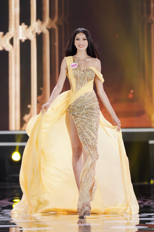 Đọ body của top 3 Hoa hậu Việt Nam 2020, Đỗ Thị Hà liệu có hoàn hảo hơn 2 Á hậu? Ảnh 10