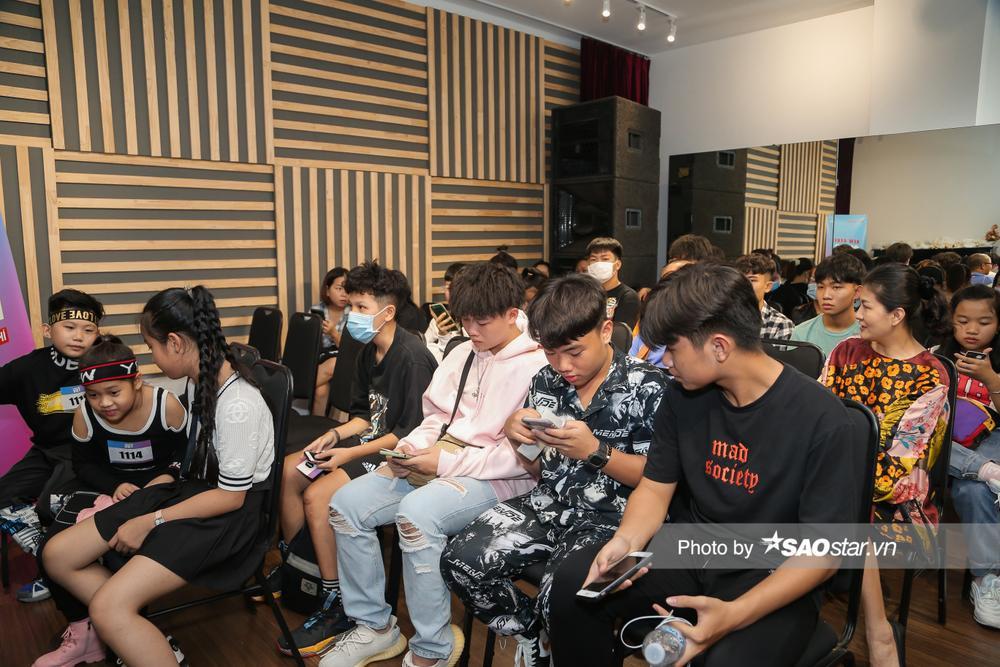 Hàng trăm thí sinh dưới 16 tuổi vây kín khu casting Giọng hát Việt nhí 2021: New Generation tại TP.HCM Ảnh 2