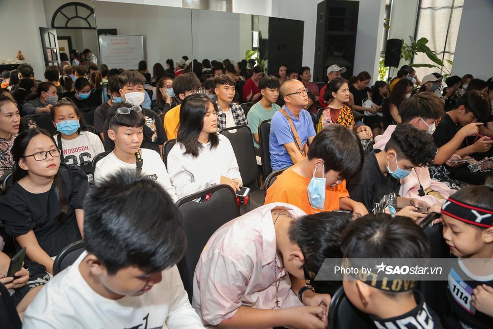 Hàng trăm thí sinh dưới 16 tuổi vây kín khu casting Giọng hát Việt nhí 2021: New Generation tại TP.HCM Ảnh 7