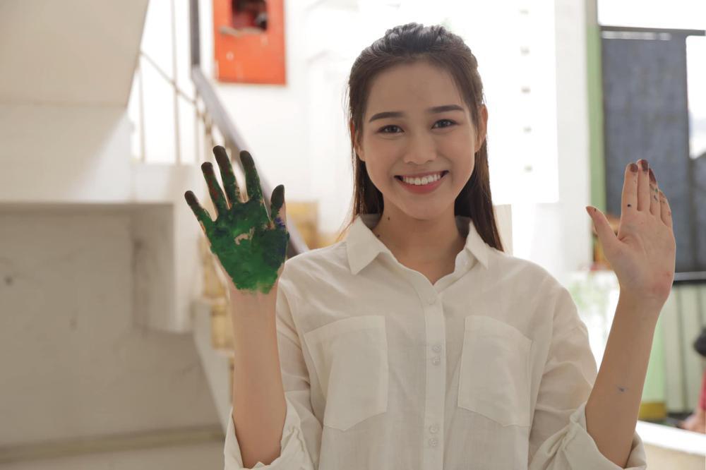 Tân Hoa hậu Đỗ Thị Hà bị soi hàm răng kém xinh giống Đỗ Mỹ Linh ngày mới đăng quang Ảnh 4