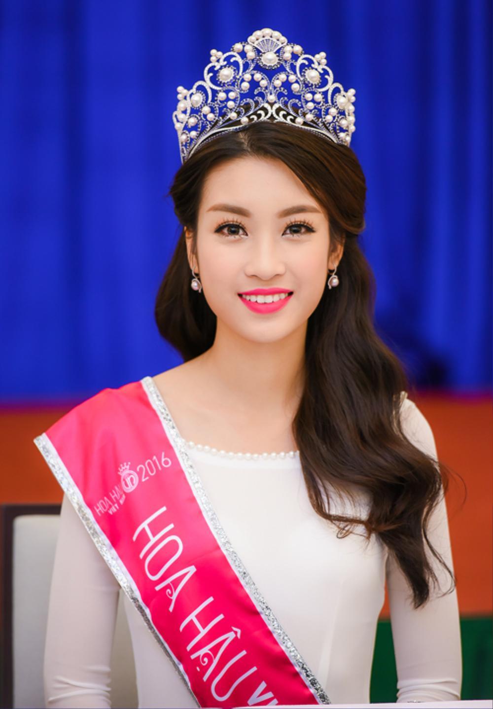 Tân Hoa hậu Đỗ Thị Hà bị soi hàm răng kém xinh giống Đỗ Mỹ Linh ngày mới đăng quang Ảnh 8