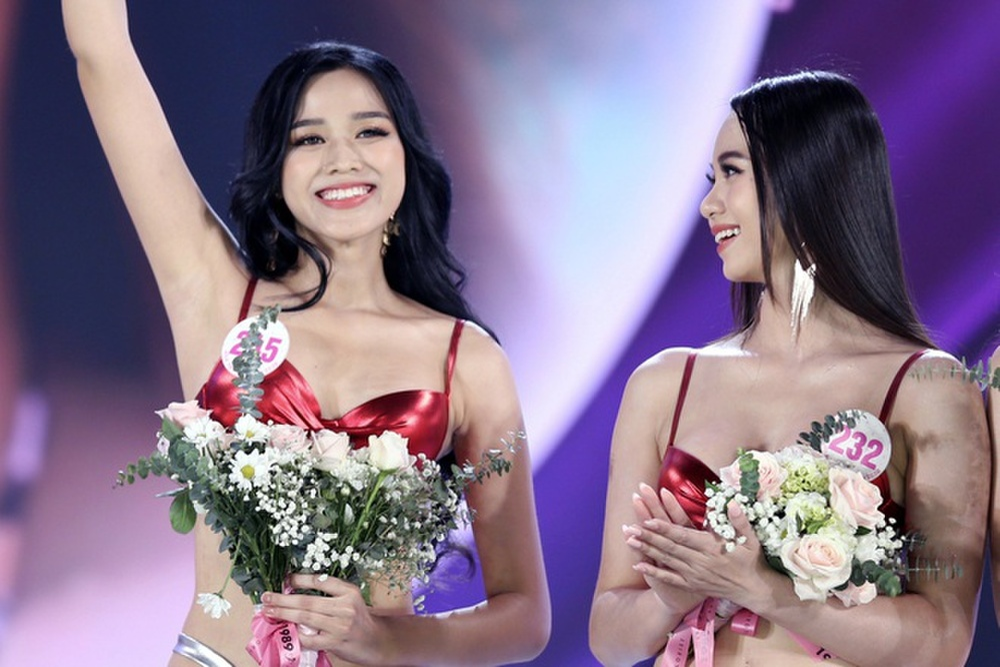 Tân Hoa hậu Đỗ Thị Hà bị soi hàm răng kém xinh giống Đỗ Mỹ Linh ngày mới đăng quang Ảnh 2