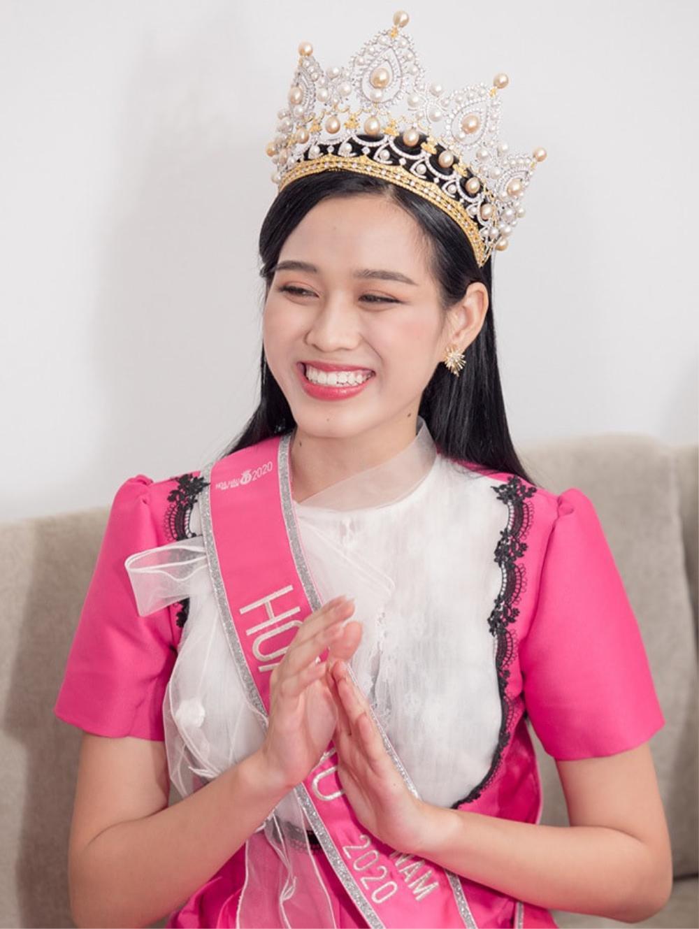 Tân Hoa hậu Đỗ Thị Hà bị soi hàm răng kém xinh giống Đỗ Mỹ Linh ngày mới đăng quang Ảnh 3