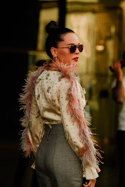 Thu/đông 2020: Fashionista khắp thế giới rộn ràng trong bữa tiệc thời trang lông vũ Ảnh 11