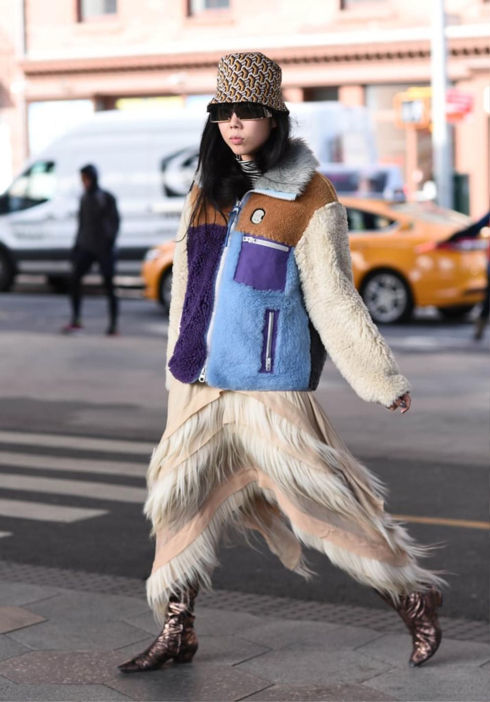 Thu/đông 2020: Fashionista khắp thế giới rộn ràng trong bữa tiệc thời trang lông vũ Ảnh 27