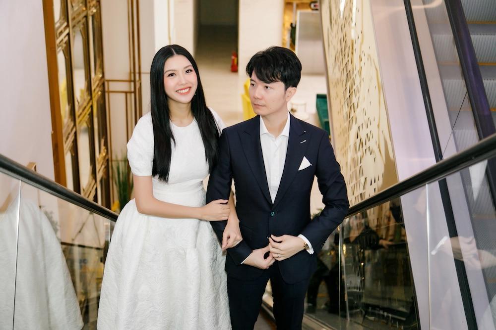 Con trai Á hậu Thúy Vân gây bão mạng xã hội với khoảnh khắc bàn tay điệu nghệ Ảnh 4