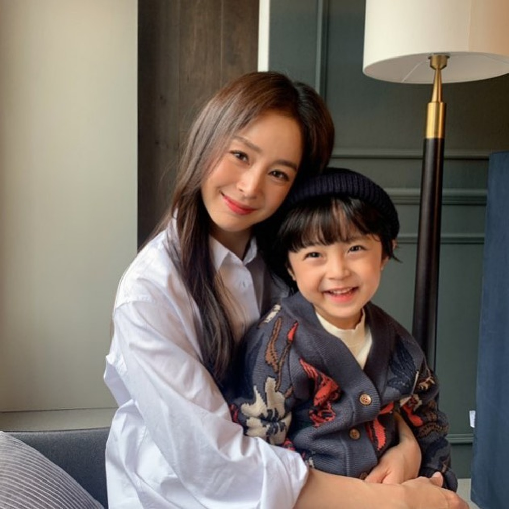Con gái Kim Tae Hee hóa 'chàng rể nhỏ', xinh hơn cả nữ giới! Ảnh 9