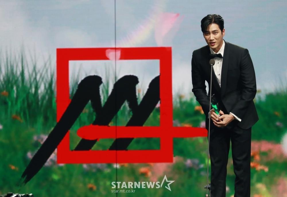 Kết quả 'AAA 2020': Kim Soo Hyun thắng Daesang, Lee Jun Ki - Seo Ye Ji nhận 2 giải lớn! Ảnh 13