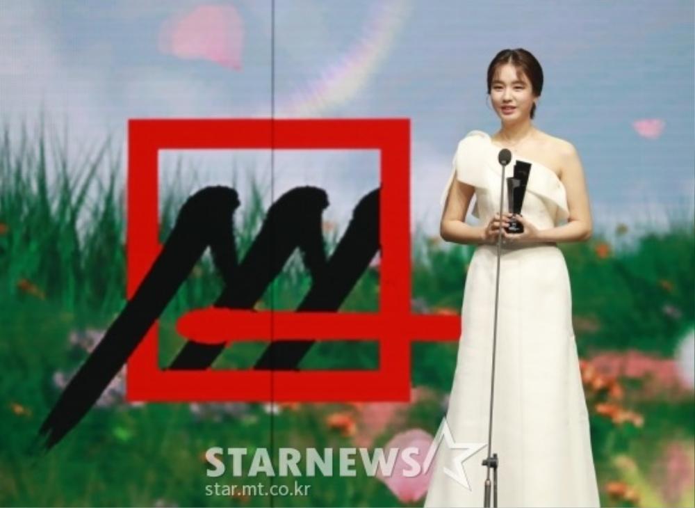 Kết quả 'AAA 2020': Kim Soo Hyun thắng Daesang, Lee Jun Ki - Seo Ye Ji nhận 2 giải lớn! Ảnh 2